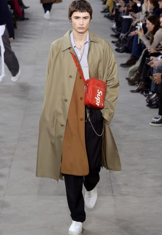 louis-vuitton-supreme-fw17-11-317x460
